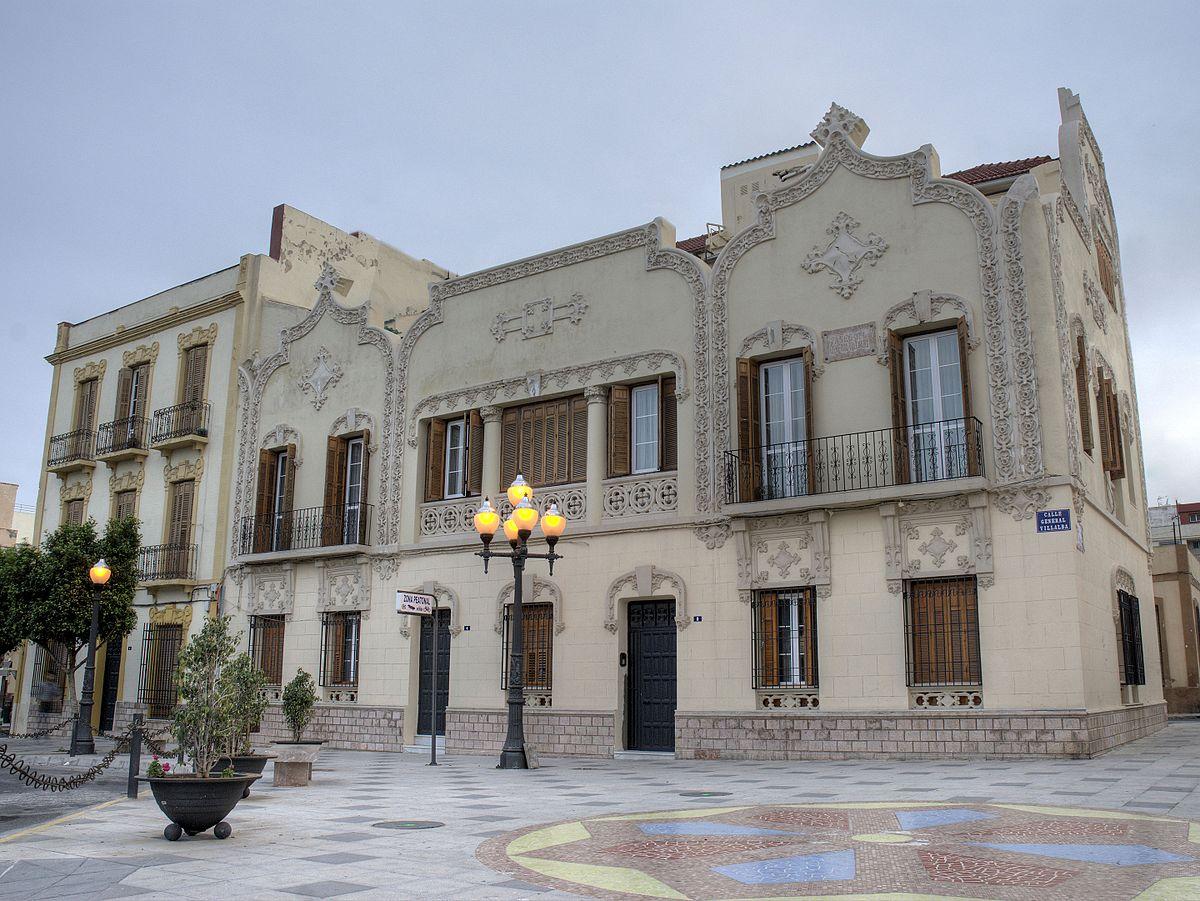 Casa modernista del barrio del real for Casa actual